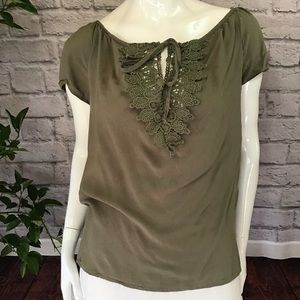 🌻 SALE! 3/$20 Army green lace keyhole neck top